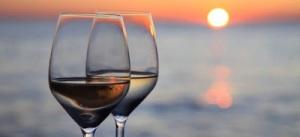 34d1c-glas-wijn-drinken-zonsondergang